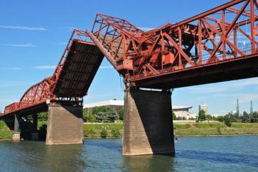 800px-Broadway_Bridge